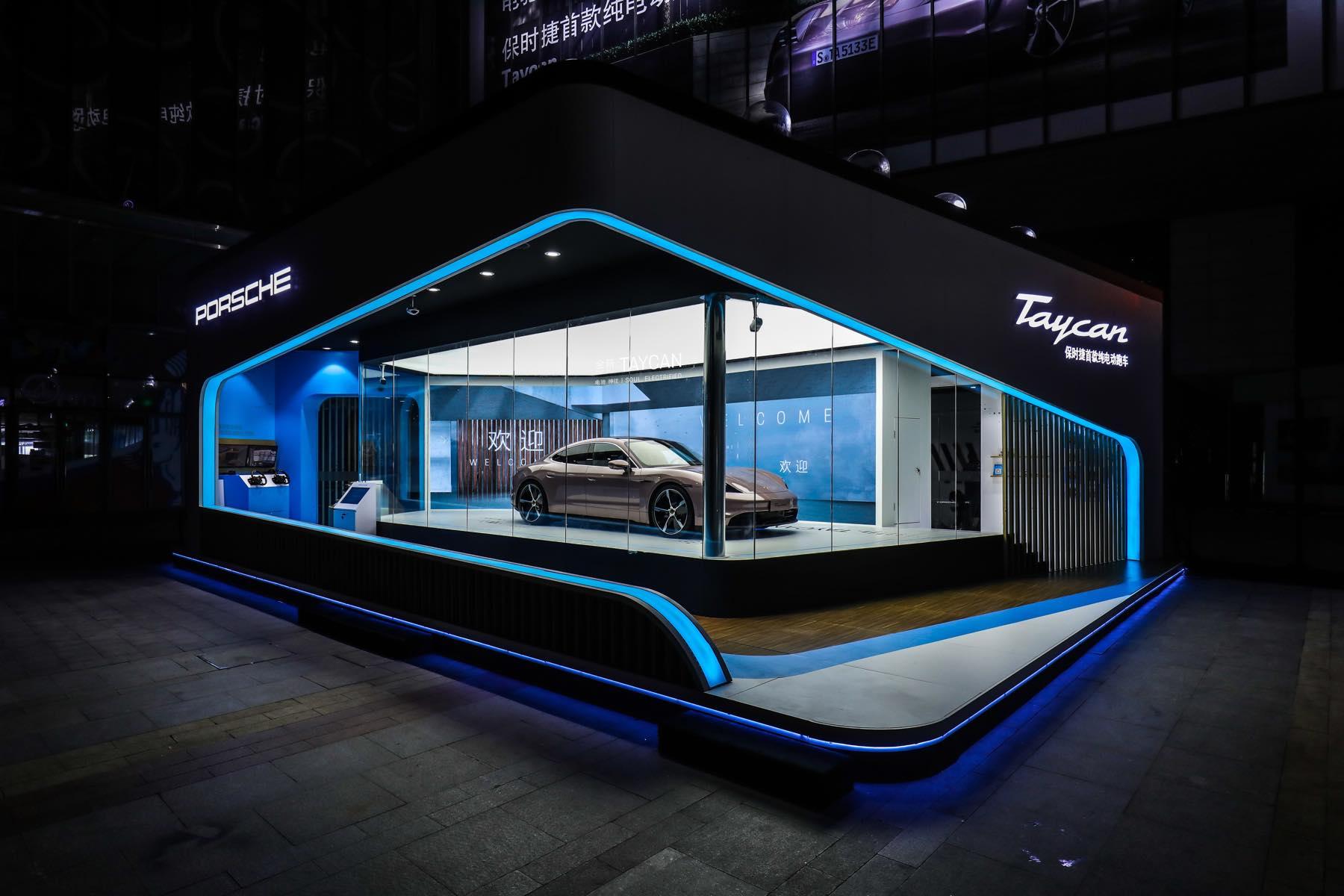 Porsche Taycan Space Roadshow with Vok Dams