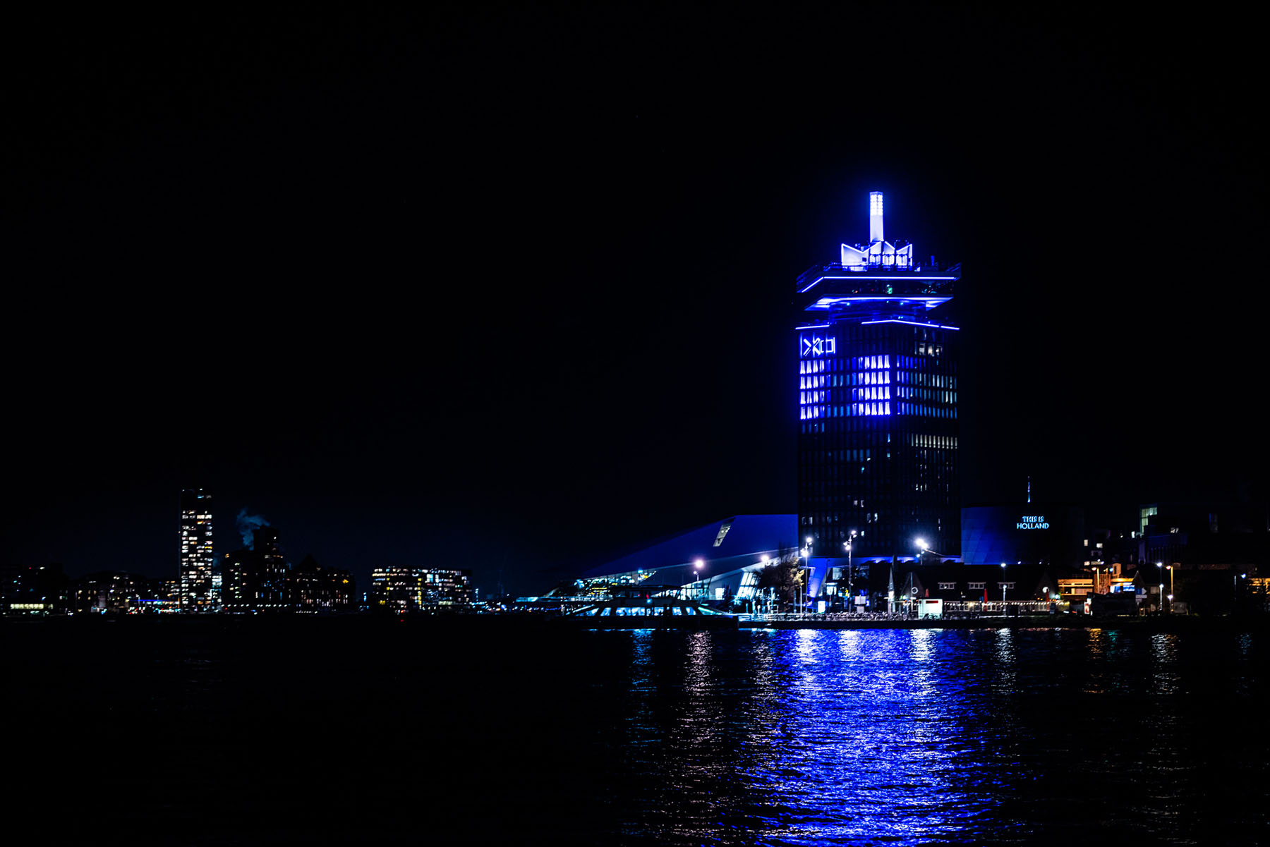 Smits Light & Sound illuminated ADAM Tower for PS5 Launch Event